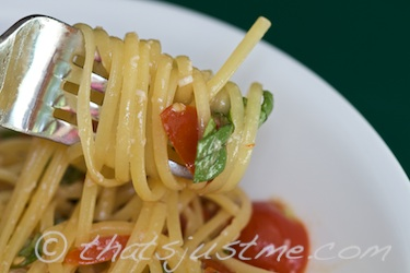 quinoa pasta topped with raw tomato sauce