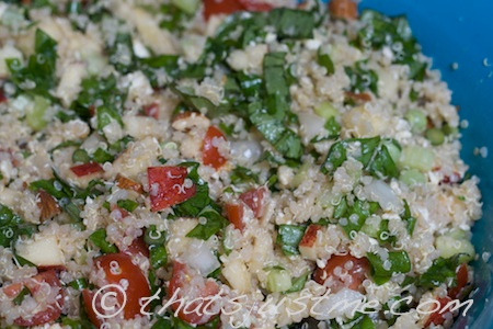 quinoa salad with tomatoes, feta, apples & almonds